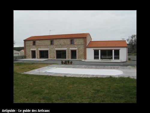 Maison après rénovation, enduit pierre apparente, création d'ouverture, agrandissement et terrasse